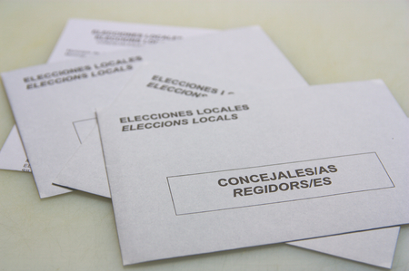 Envelopes to exercise the vote in the municipal elections in Spain in which the text appears in Spanish and Catalan: Local Elections, councilors and aldermen
