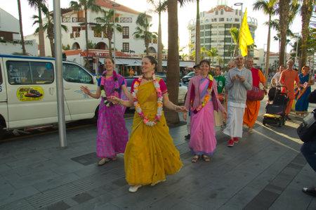 January 2018. Las Américas, Arona, SC Tenerife, Spain. A group of Hare Krishna dancing through the streets of Las Américas beach in Arona. Redactioneel