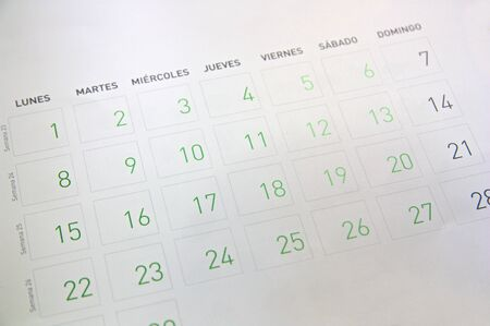 Close-up of the sheet for the month of April of a calendar with the texts in Spanish that indicate the days of the week (Monday-Sunday) and the number of the week to which it corresponds (Week) 写真素材