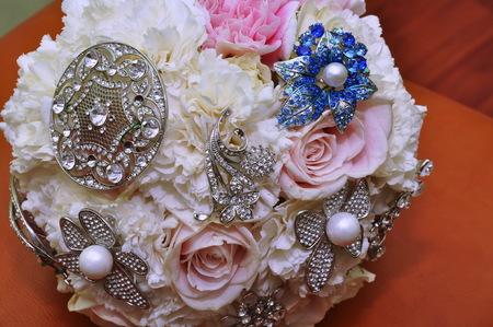 Jewelry, Brooch on Wedding Bouquet Archivio Fotografico - 95792965