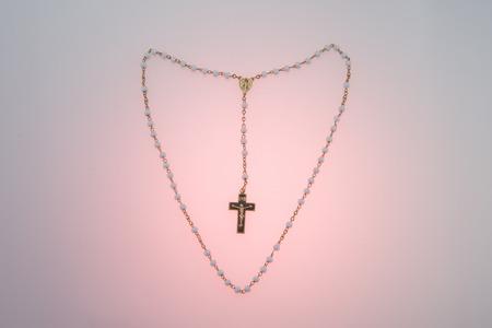 Rosary beads in a heart shape Foto de archivo - 104572444