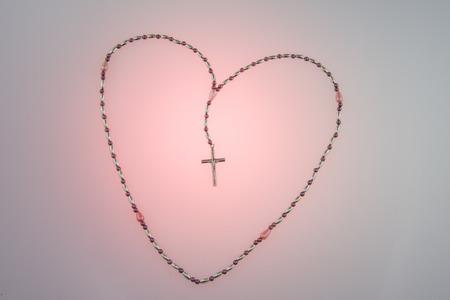 Rosary beads in a heart shape Foto de archivo - 104571940