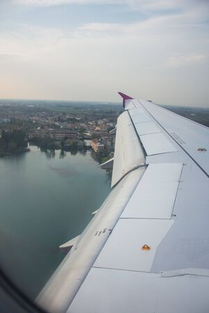 An airplane window view of wing and flaps 写真素材 - 125181271