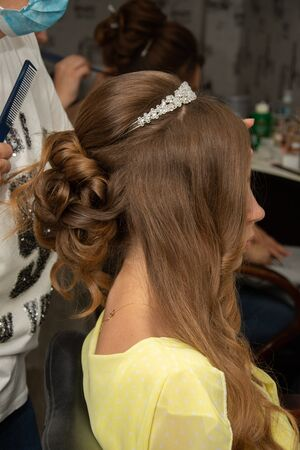the bride at the hairdresser,Beautiful Hairstyles for wedding/party |,Simple Hairstyles Archivio Fotografico