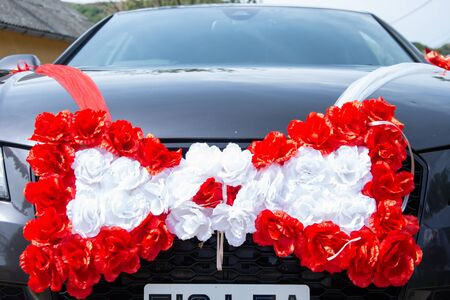 wedding groom's car decorated with flowers Standard-Bild