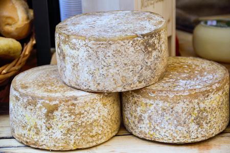 Formaggio pecorino, formaggio tipico di Pienza, Siena, Toscana, Italia Archivio Fotografico - 77825038