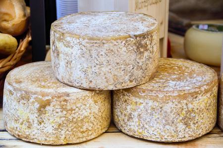 Formaggio pecorino, formaggio tipico di Pienza, Siena, Toscana, Italia Archivio Fotografico - 77825036