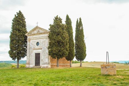 AT SAN QUIRICO D'ORCIA - EL 25042017 - La pequeña iglesia de Vitaleta en Val d'Orcia, Siena, Italia