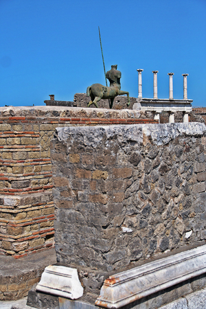 AT POMPEI - ON 0622 2017 - Ruins of  ancient roman town of Pompeii, destroyed by vesuvius eruption in 70 d.c. Redakční