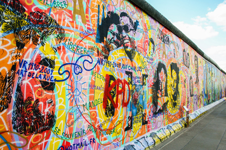 AT BERLIN ON 08/26/2013 - East-Side gallery wall in Berlin  新聞圖片