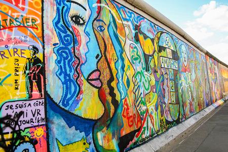 AT BERLIN ON 08/26/2013 - East-Side gallery wall in Berlin  에디토리얼