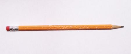 crayon: M�ch� crayon sur un fond blanc Banque d'images