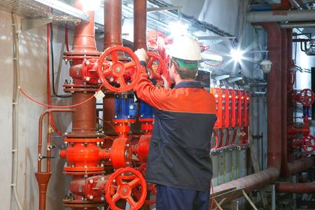 Man shut/open valve on the piping fire-fighting system 版權商用圖片