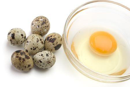 Dish of liquid egg and quail eggs over white background 版權商用圖片 - 6783722