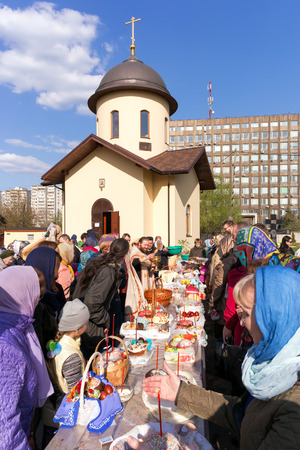 Moscow, Russia - April 30, 2016: Consecration of Easter cakes and eggs for Easter near the chapel in honor of Our Lady The Inexhaustible Chalice in the church of Our Lady of Sorrows Three Hands on Kashira Highway. Moscow Editöryel