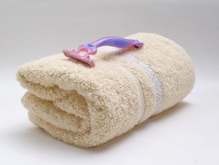 towel with razor photo