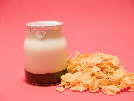 yoghurt corn flakes photo