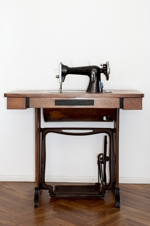 Old sewing machine Stock Photo - 9189310