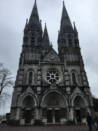 La cathédrale Saint Fin Barre est une cathédrale de style néo-gothique à trois tours située dans la ville de Cork, en Irlande. Il appartient à l'Église d'Irlande et a été achevé en 1879