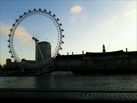 eye: London Eye from Victoria Embankment.