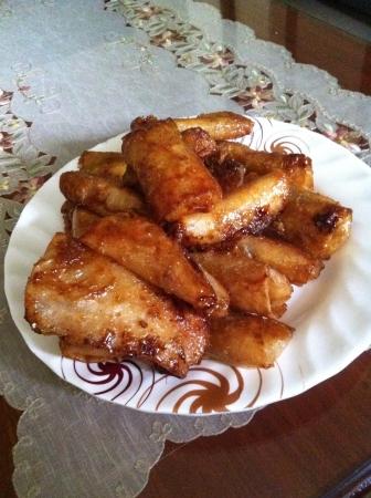 bign�: Turon o Banana frittelle sono un meraviglioso delizia per chi ama un misto di dolce crisi e le banane. Un sostituto asiatica per la torta di mele. Archivio Fotografico