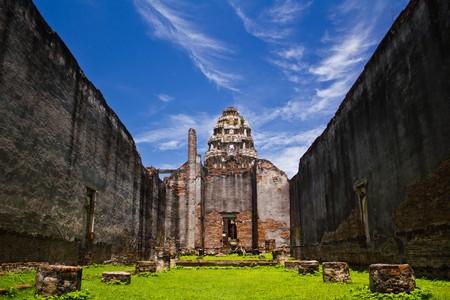 Wat Prasrirattanamahathat in Lopburi of Thailand