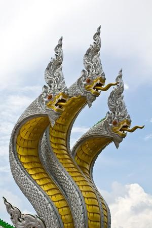 Drie naga hoofd in Thaise tempel