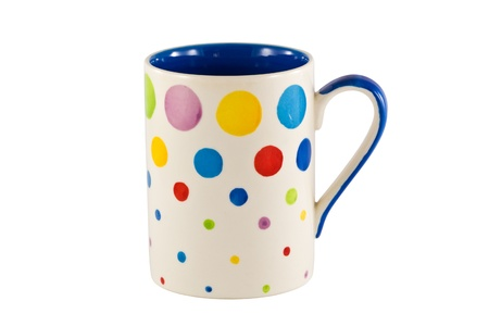 kleurrijke cup geïsoleerd op de witte achtergrond