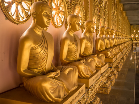 alignment: Alignment of Buddhas statues in temple, Thailand