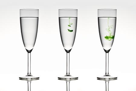diffusion: Tre bicchieri Belle raffigurante la diffusione in azione. Archivio Fotografico