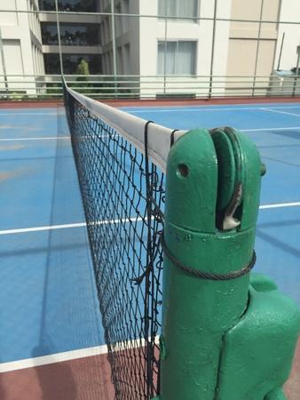 red: La cort tenis en el club de deporte