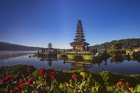 daybreak: Ulun Danu Bratan Temple Stock Photo