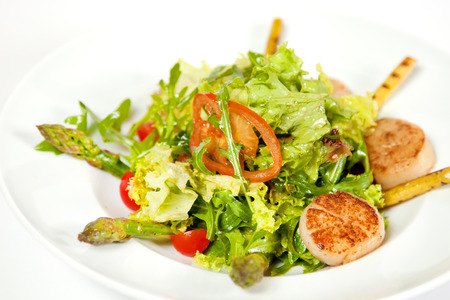 deepsea: Warm salad with deep-sea scallops, asparagus, lettuce and tomatoes