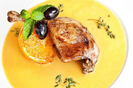 Duck ballotine with sauce, orange, grape and mint Stockfoto