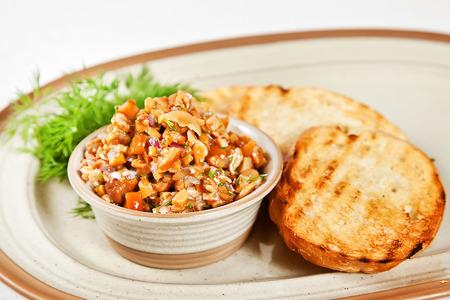 Champignonkaviaar met truffelolie en geroosterd brood Stockfoto