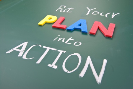 Mettez votre plan en action, mots sur blackboard.
