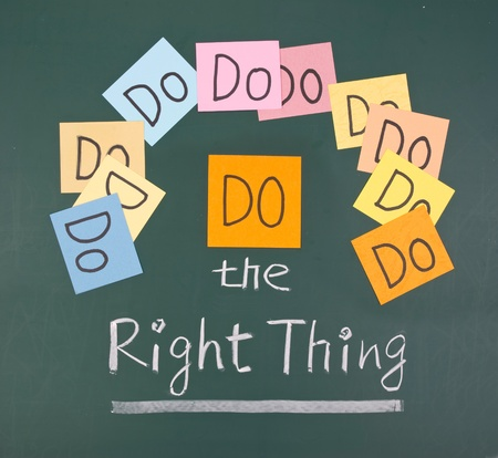 Do the right thing, paper cards and words on blackboard.  Stock Photo - 9809429