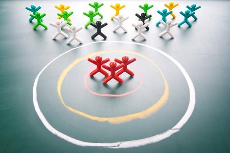 Obiettivo concetto. Le persone da selezionare nel centro del cerchio.