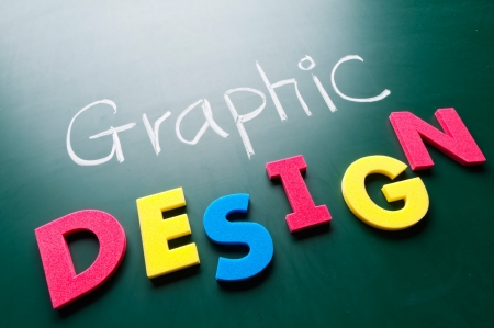 imprenta: Concepto de diseño gráfico, las palabras de colores en la pizarra.