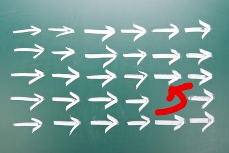 차이 혁신 개념. 화살표 그룹에서 하나의 다른 방향. 스톡 콘텐츠