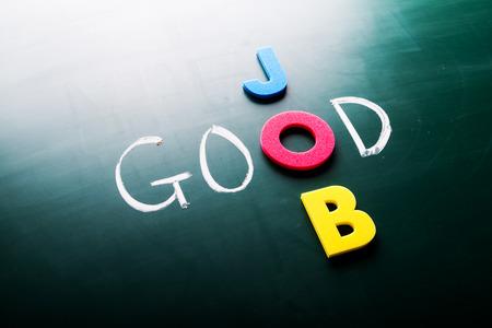 Dobrý koncept práce, slova na tabuli Reklamní fotografie