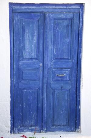 porte ancienne: une vieille porte de l'entr�e