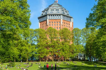 Europa's grootste grootste voormalige Watertower Schanzenturm in de Hamburgse wijk Sternschanze. De toren is omgebouwd tot een hotel. Het is het symbool van de wijk en dus van de stad Redactioneel