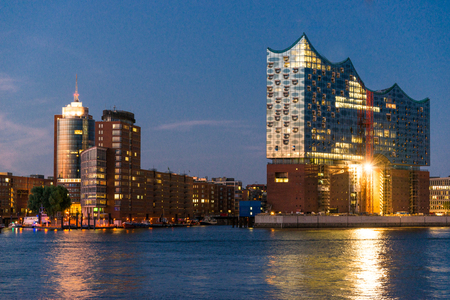 Night photographed with the Elbe Philharmonic Hall