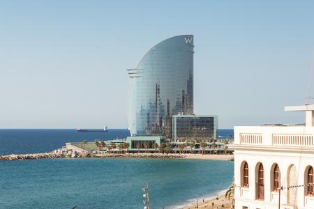 ビーチやバルセロナの遊歩道。数多くのバーやレストランを持つバルセロナの素晴らしい部分は、海に近い。