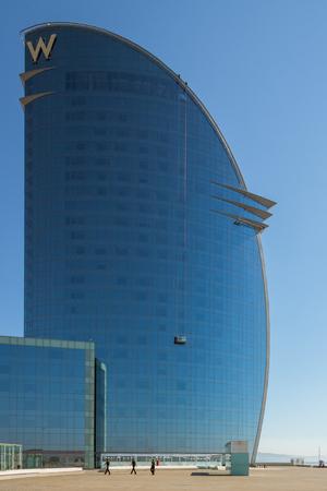 バルセロネタ地区にある巨大な W バルセロナ ホテル 報道画像