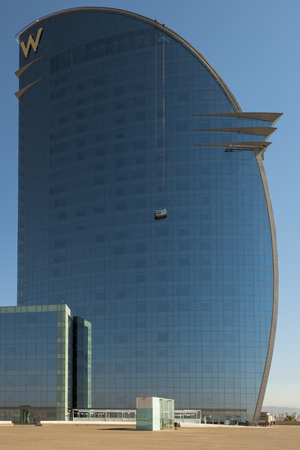 巨大な W-バルセロナホテルは、バルセロナ地区に位置しています 報道画像