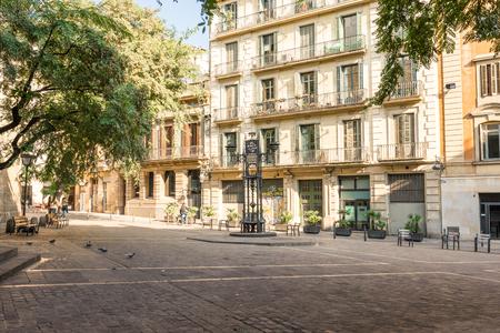 Publiczny plac Placa de Sant Pere to ładny plac w sercu dzielnicy Sant Pere / La Ribera w Barcelonie