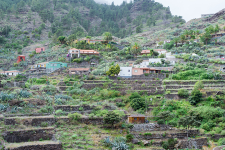 Small hamlets and villages in the canyon Barranco de la Laja on La Gomera. The Barranco is a well-watered ravine with barrages to irrigate the terraced fields. The gulch is located on the east side of the island 스톡 콘텐츠