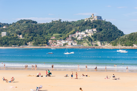 View to the Monte Igueldo and the La Concha Bay, one of the most famous urban beaches in Europe in Donostia San Sebastian Standard-Bild - 116663248